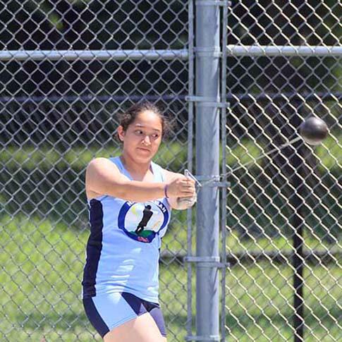 Eliana Olvera throws the hammer